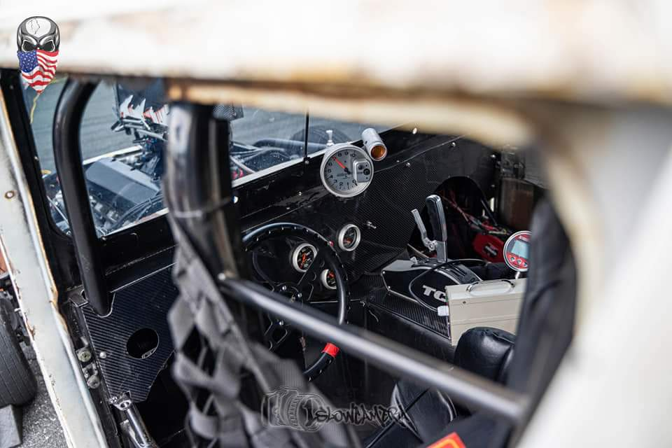 AutoMeter Gauges in Postal Jeep